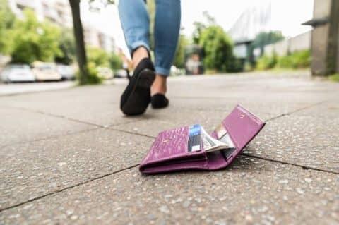 Инструкция, что делать если потерял карту Сбербанка и как её вернуть