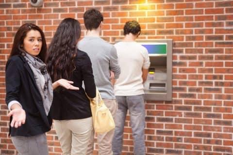 Что делать пошагово для возврата карты из банкомата