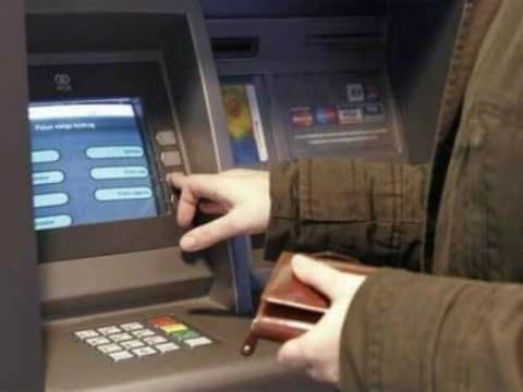 Лайфхак, как снять деньги с кредитной карты Сбербанка без карты или с ней